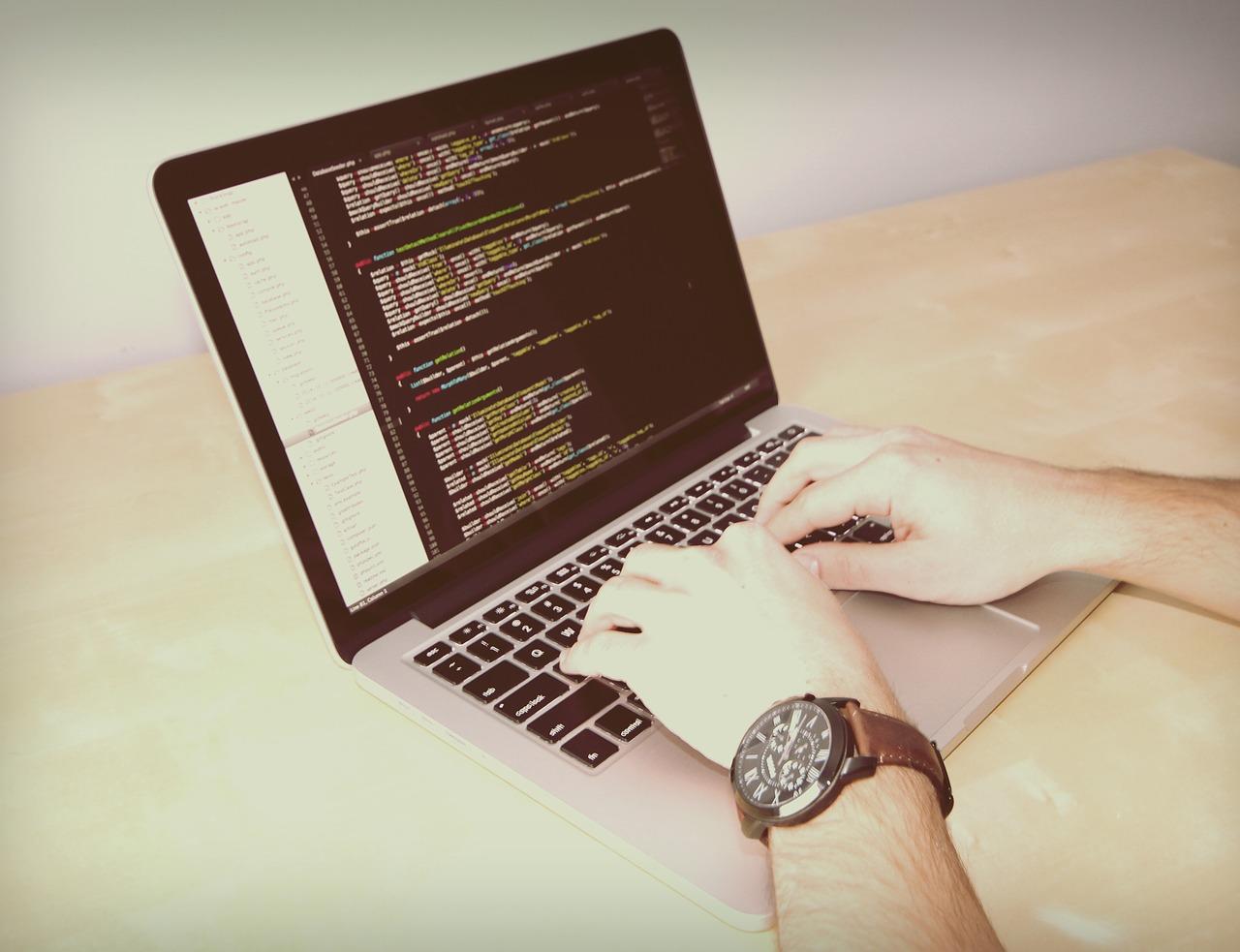 プログラミングを勉強する様子